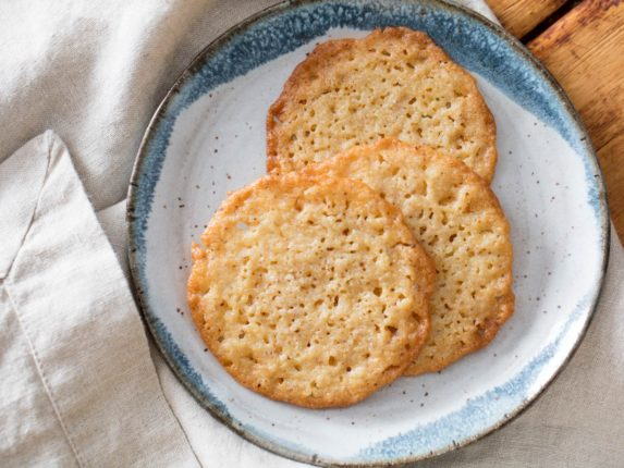 Lacy, Crisp, and Chewy Ricotta Cookies Are the Mis...